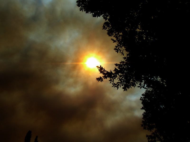Fire smoke travels to Simi